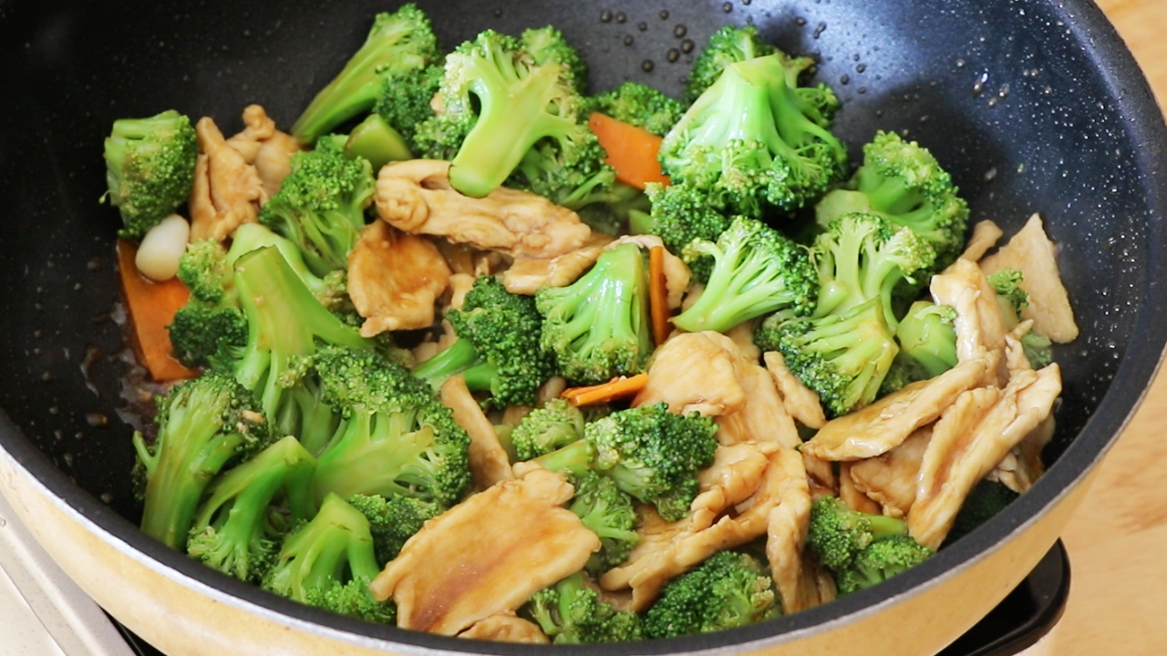 How to Cook Chicken and Broccoli